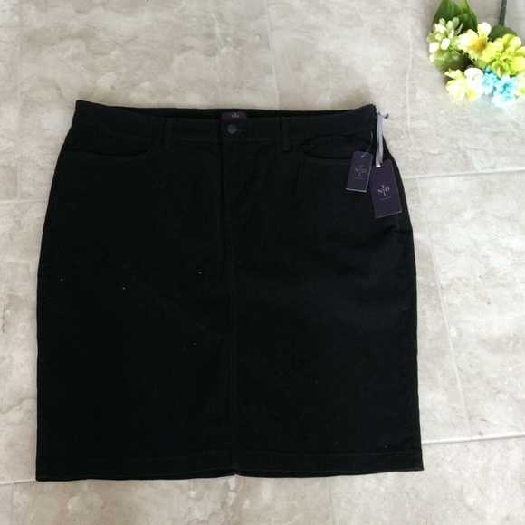 c04f233281e9d NYDJ Black Cotton Spandex Skirt Size 20W NWT